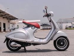 """Mua bán """"siêu xe tay ga"""" Vespa 946 tại Đà Nẵng"""